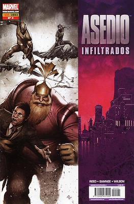 Asedio: Infiltrados (2010) (Grapa) #2